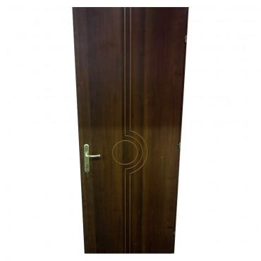 Πόρτα ξύλινη καφέ με κάσωμα